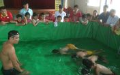 """Thầy cô """"chế"""" bể bơi mini cho học sinh"""