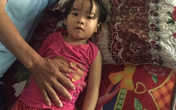 Bố mẹ nghèo, bé 4 tuổi đành rời viện khi đang cần mổ tim gấp