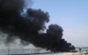 Ca-nô cao tốc bốc cháy dữ dội ở cảng Cửa Đại