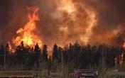Cháy rừng dữ dội tại Canada, 80.000 người phải sơ tán