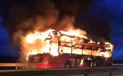 Hành khách khiếp vía vì xe giường nằm bốc cháy dữ dội