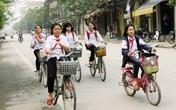 Để con tự đạp xe đi học hay đưa đón đến lớn?