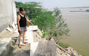"""Hà Nội: Sông Hồng """"nuốt"""" nhà, trẻ già bất an"""