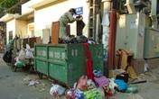 """Hà Nội: Dân """"kêu cứu"""" vì điểm tập kết rác ô nhiễm"""