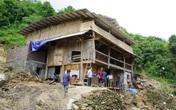 """Lào Cai: Rùng mình nhà """"neo"""" vách núi"""