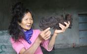 Lạ kỳ cụ bà có mái tóc tự kết hình đầu rồng