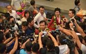 """Hoàng Xuân Vinh trở về trong """"vòng vây"""" người hâm mộ sau kỳ tích ở Olympic"""