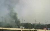 Xe khách bỗng dưng bốc cháy trên đường cao tốc
