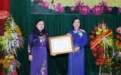 PGS.TS Nguyễn Thị Xuyên nhận Huân chương Lao động hạng Nhất