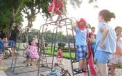 Công viên giữa lòng Hà Nội: Tội nghiệp con trẻ phải chơi đồ… cũ, rách