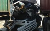 Nửa giờ giải cứu tài xế mắc kẹt trong cabin xe bồn bốc cháy