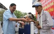 Khám bệnh, phát thuốc miễn phí và tặng quà cho gia đình chính sách ở Quảng Nam