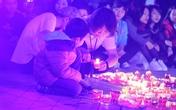 Fan quây quần thắp nến tưởng nhớ Trần Lập nhân sinh nhật Bức Tường
