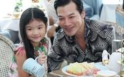 Con gái Trần Bảo Sơn xinh xắn đi tiệc trà cùng bố