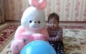 Nỗi đau người mẹ có con gái 2 tuổi tử vong vì ngộ độc
