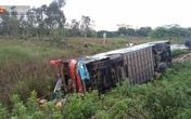 Quảng Nam: Xe khách mất lái lao xuống ruộng, hành khách hoảng loạn kêu cứu