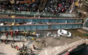 Cứu thoát 90 người trong vụ sập cầu ở Ấn Độ