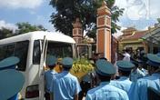Ngấn lệ giây phút tiễn biệt Đại tá Trần Quang Khải ở đài hóa thân Hoàn Vũ
