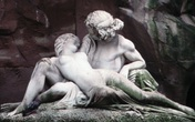 """Giải mã bức tượng """"Người đàn bà ngoại tình"""""""
