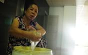 """Hà Nội: Vỡ bể trên nóc chung cư, nhiều hộ dân """"chìm"""" trong biển nước"""