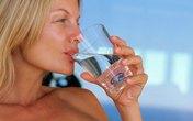 Nên uống một cốc nước trước bữa sáng 30 phút