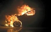 Ô tô bốc cháy dữ dội trên đường cao tốc Hà Nội – Lào Cai