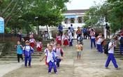 Trung tâm UNESCO nghiên cứu ứng dụng khoa học thôi miên VN gửi quà ủng hộ các trường học vùng lũ
