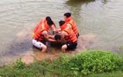 Cảnh sát uống nước mắm để lặn tìm thi thể học sinh trên sông Bưởi