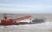 Sau khi bão tan, phát hiện hai sà lan không có người trôi dạt sát bờ biển