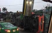 Xe khách lật giữa đường, hơn chục người bị thương