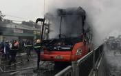 Cháy xe khách giường nằm, hành khách hoảng loạn tháo chạy