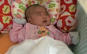 Xôn xao bé gái 2 tháng tuổi đẹp như thiên thần bị bỏ rơi trước cổng chùa
