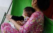 Nghệ An: Camera gia đình tố người giữ trẻ bạo hành bé gần 5 tháng tuổi