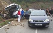 Xe khách du Xuân đâm vào vách núi: Mẹ chết, bố và con trai nguy kịch