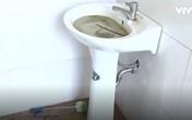 Học sinh không dám đi tiểu ở trường vì nhà vệ sinh quá bẩn