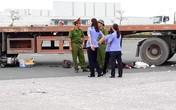 Va chạm xe container, chồng tử vong, vợ và 2 con nguy kịch