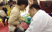 """Sau vụ hàng chục bé trai bị sùi mào gà ở Hưng Yên: Hẹp bao quy đầu, có phải cứ """"cắt, nong"""" là xong?"""