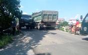 Hà Nội: Dân nín thở vì cầu yếu oằn mình gánh xe quá tải