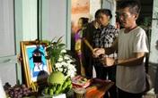 Vụ cháu bé 8 tuổi tử vong dưới ao: Xót xa lễ tang lúc nửa đêm