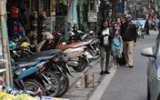 Phố cổ Hà Nội: Ngày ra quân rầm rộ, người đi bộ vẫn bị... đẩy xuống đường