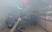Cứu 4 người mắc kẹt trong ngôi nhà bốc cháy
