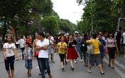 Phố đi bộ Hồ Gươm đông nghịt người ngày nghỉ lễ 30/4