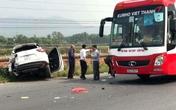 Quảng Ninh: Dừng lại nghe điện thoại, ô tô 4 chỗ bị hất xuống rãnh