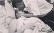Câu chuyện đầy xúc động đằng sau bức ảnh 'trao nhau nụ hôn' của hai ông bà lão tuổi 80