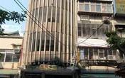 Lạ lùng tòa nhà không thang bộ, không thang máy vẫn phóng được xe vào tận cửa nhà
