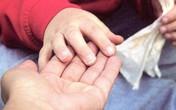 Giải nỗi oan cha mẹ bận kiếm tiền khiến con tự kỷ