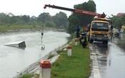 Hải Dương: Lao xuống mương nước, tài xế ô tô thoát chết