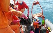 Chìm tàu 9 người mất tích: Di chuyển 7 thi thể vào bờ trong chiều hôm nay