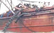 Nghệ An: Lấy mẫu nước biển tại khu vực phát hiện tàu xả bùn thải