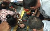 Bé trai bị kéo gần đứt cổ tay: Rùng mình nhớ lại những vụ tai nạn thang cuốn gây ám ảnh